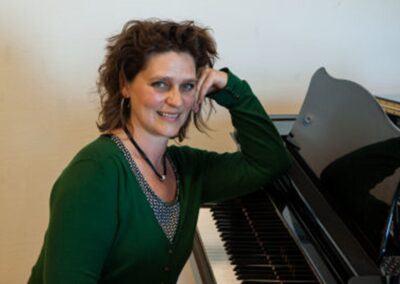 Erzsike Kövy | Piano